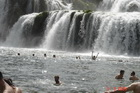 Купаемся в водопаде