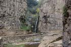 Ущелье и водопад в Тбилиси