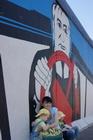 фрагмент стены с граффити