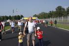Гуляем по трассе после гонки