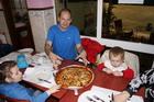 Семейная пицца